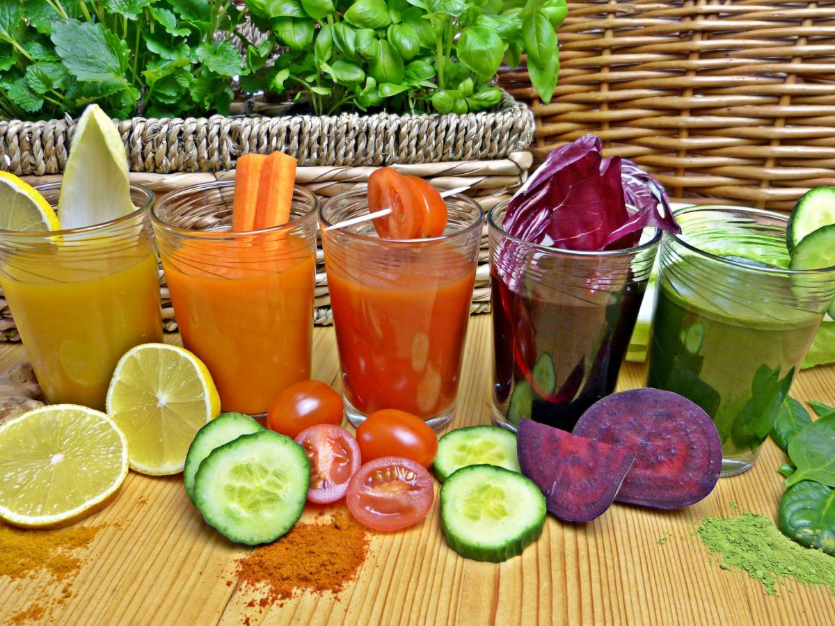 Drinking smoothies with vegetables like those in this colorful photo helps to lose weight.